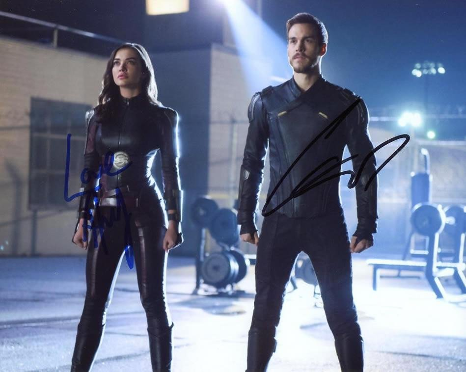 Chris Wood / Amy Jackson SUPERGIRL In Person Signed