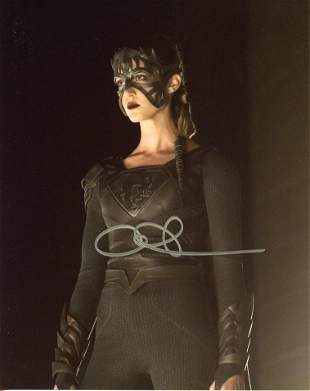 Odette Yustman SUPERGIRL In Person Signed Photo #2