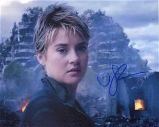 Shailene Woodley  DIVERGENT In Person Signed Photo #2