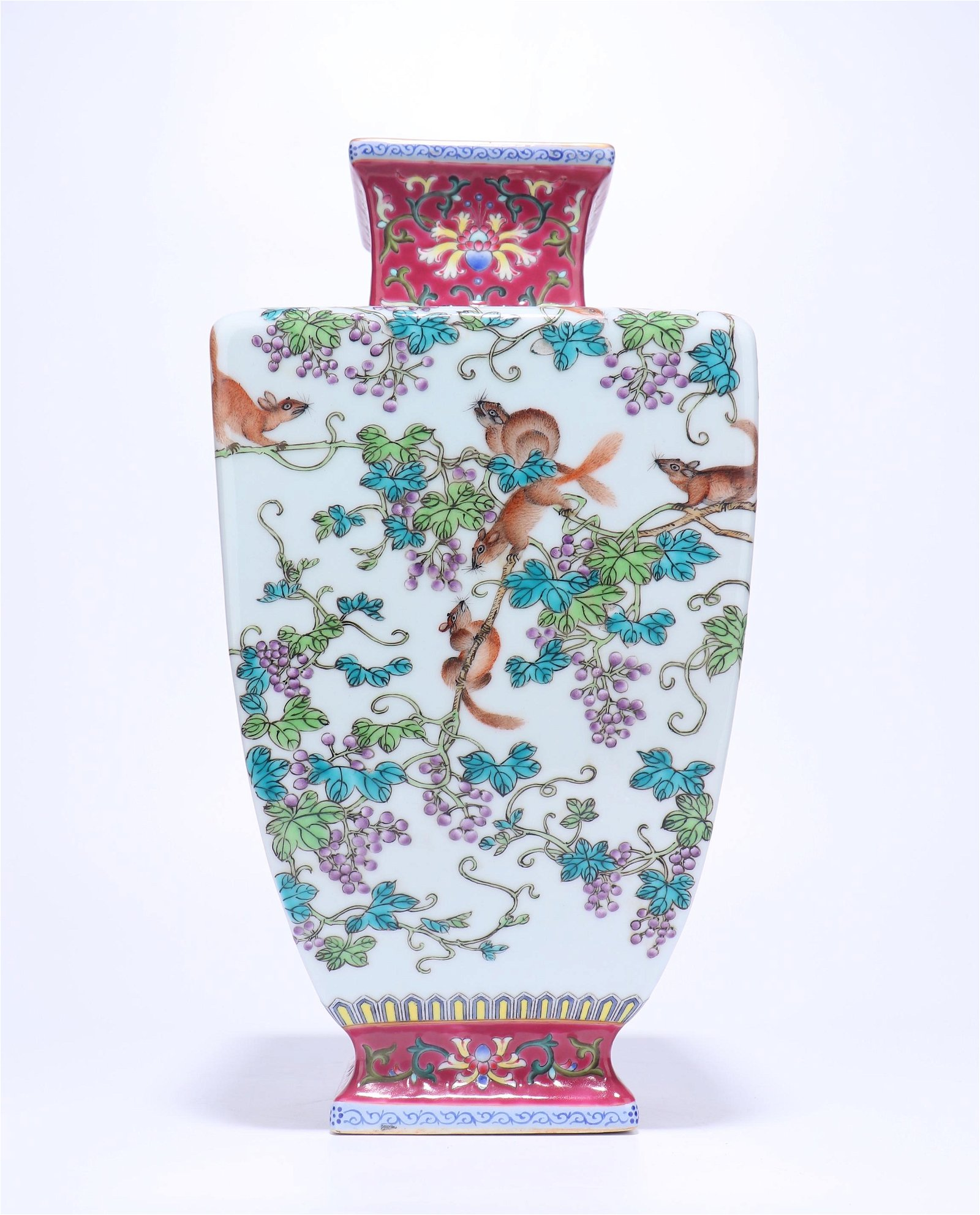 A CHINESE FAMILLE ROSE VASE WITH QIANLONG MARK, QING