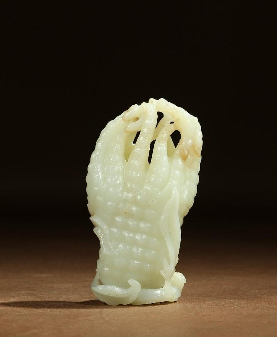 A CHINESE FINE WHITE JADE CARVING OF A FINGER CITRON,