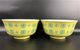 A PAIR OF CHINESE YELLOW GROUND FAMILLE ROSE BOWLS