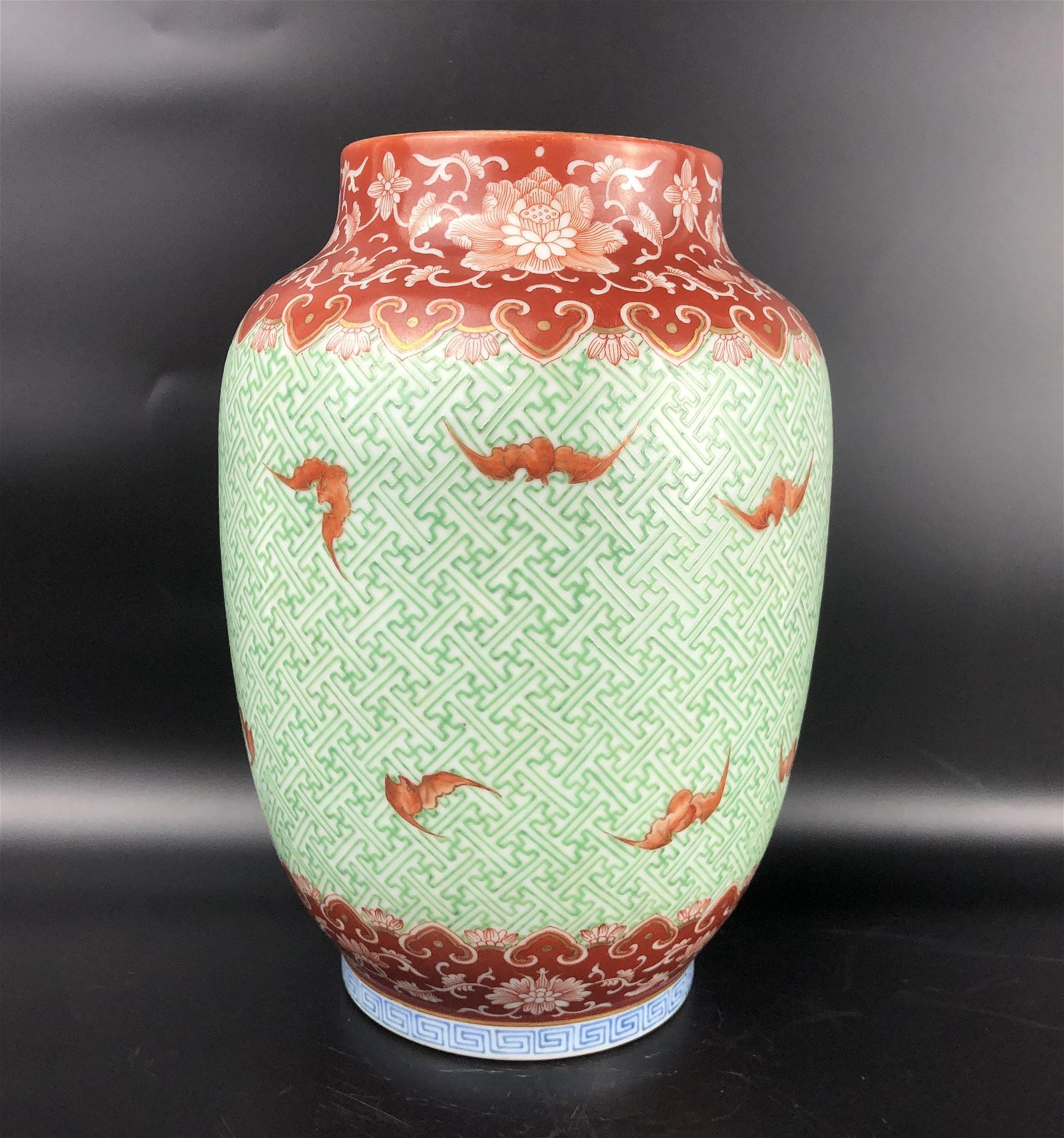 A CHINESE FAMILLE VERTE JAR, QING DYNASTY