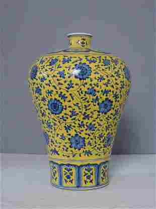 chinese blue and yellow porcelain vase