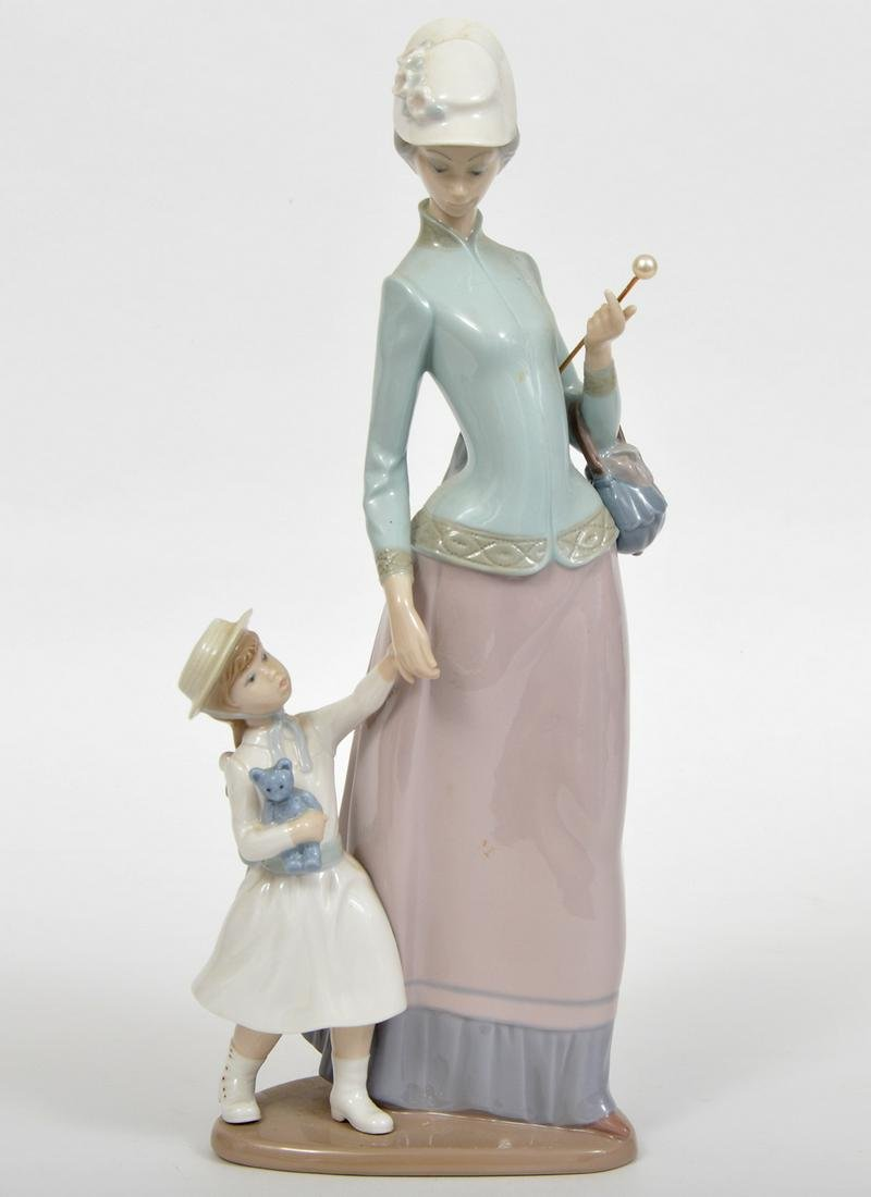 Lladro Figurine Mother & Daughter on a Walk
