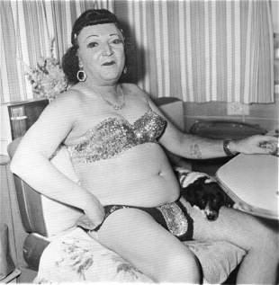 Diane Arbus, Hermaphrodite & dog Carnival triler, 1970