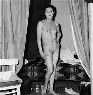 Diane Arbus, Naked mab Being a woman, 1968