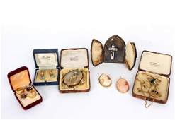 A quantity of Victorian and later brooches including