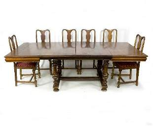 An early 20th Century extending dining table on turned