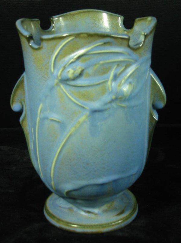31: Roseville Teasel Vase 881-6