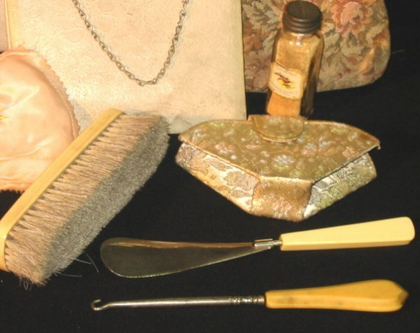 8: Vintage Ladies Purses & Vanity items