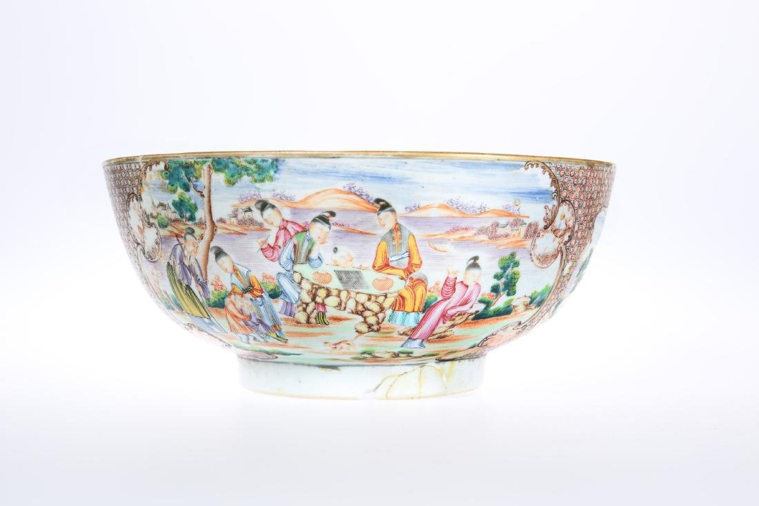 A CHINESE EXPORT FAMILLE ROSE PORCELAIN PUNCH BOWL,