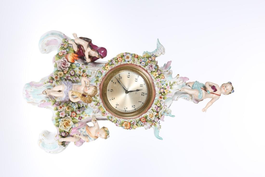 A DRESDEN PORCELAIN MANTEL CLOCK, LATE 19th CENTURY,