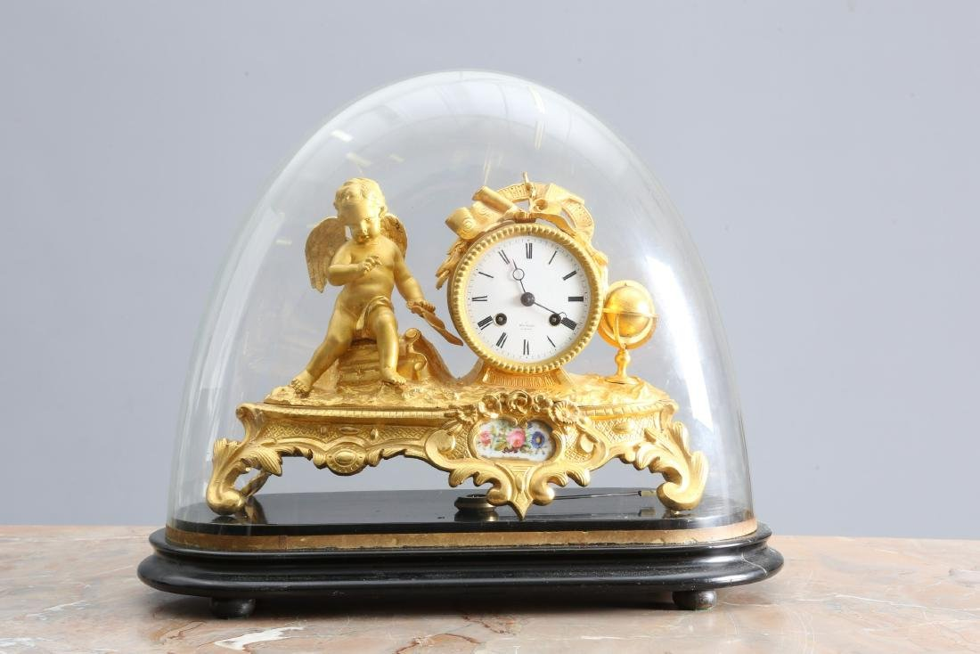 A 19TH CENTURY FRENCH GILT-METAL MANTEL CLOCK, the