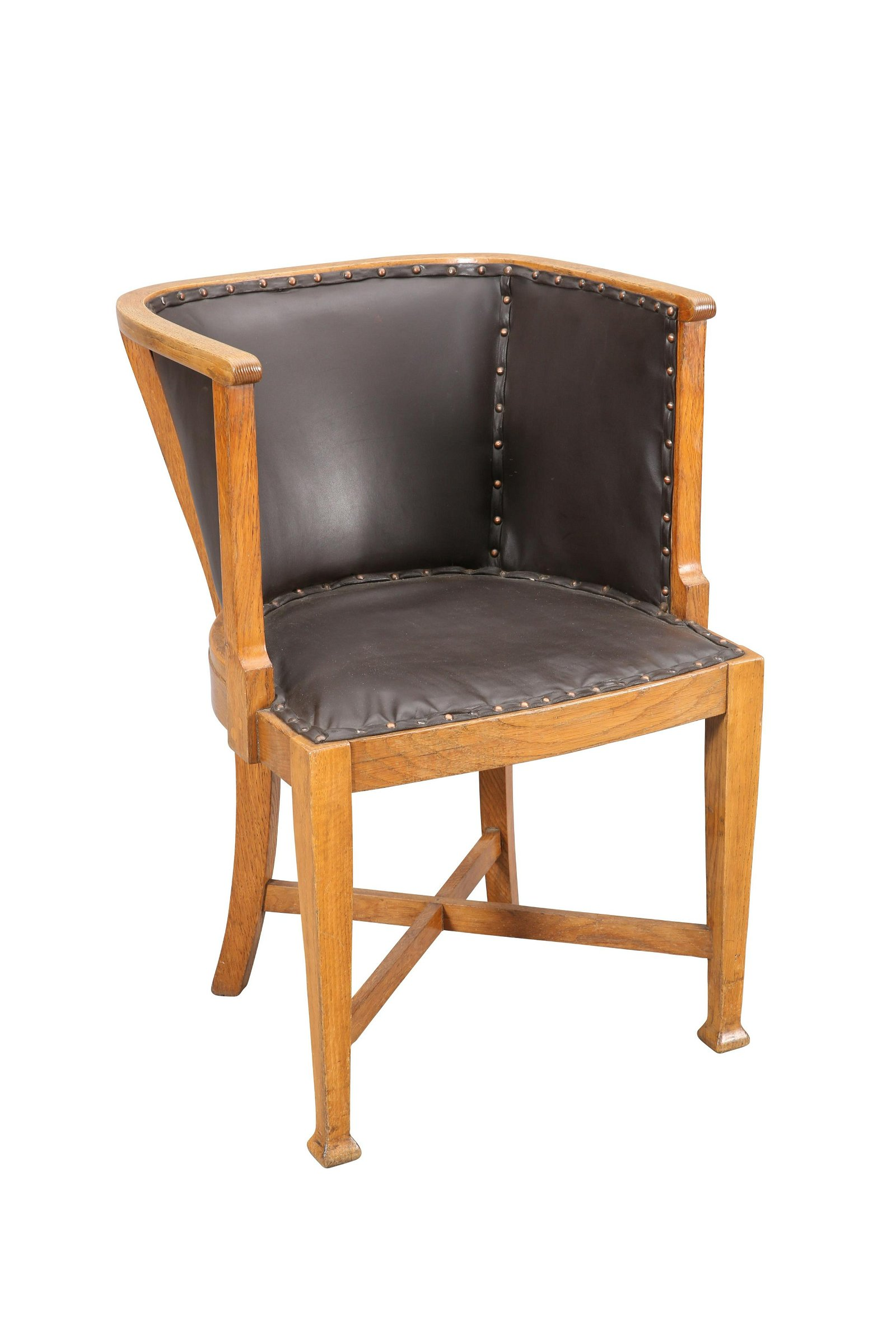 AN ARTS AND CRAFTS OAK TUB CHAIR, with square section