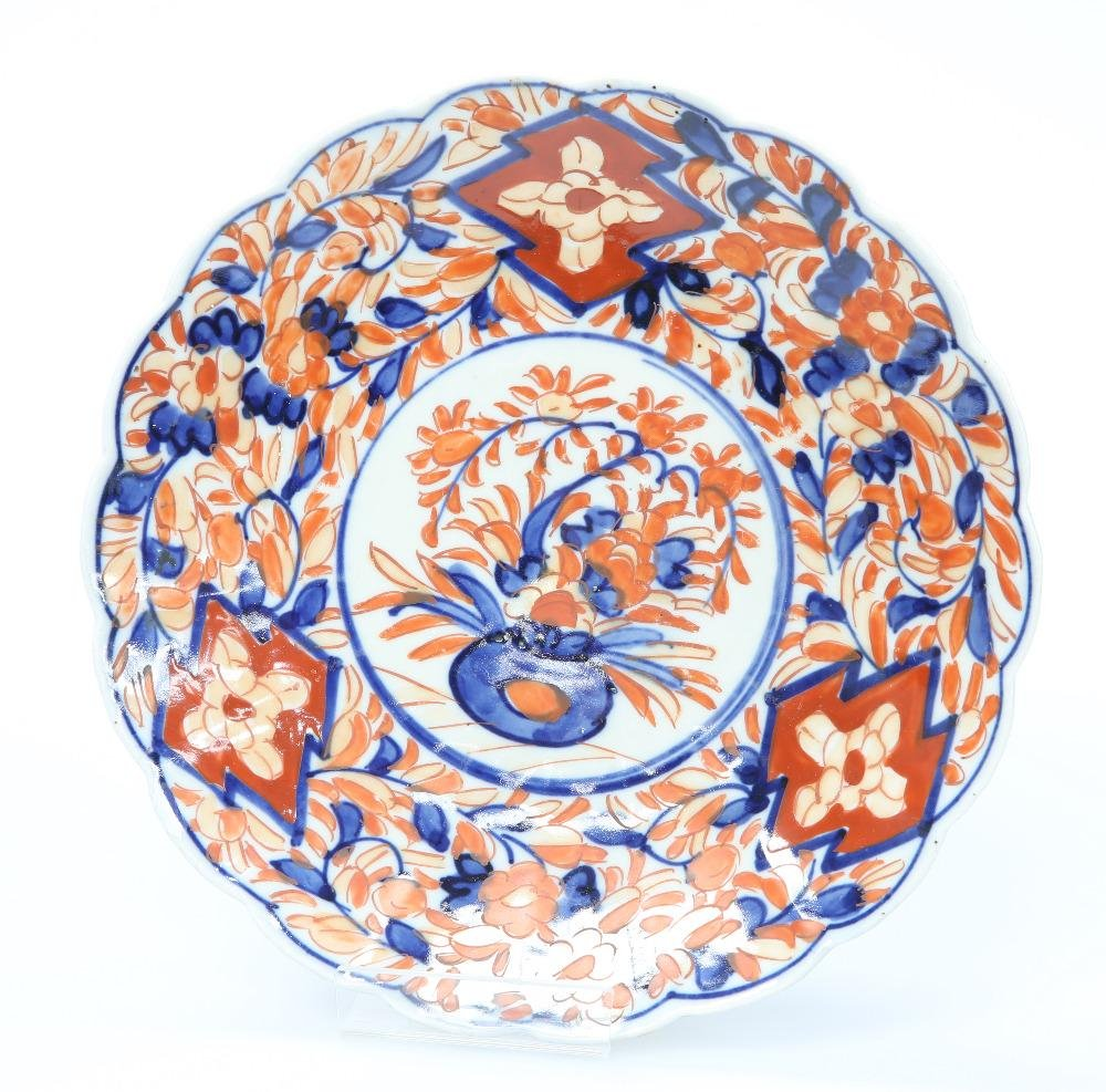 A JAPANESE IMARI PLATE, CIRCA 1900, painted in the