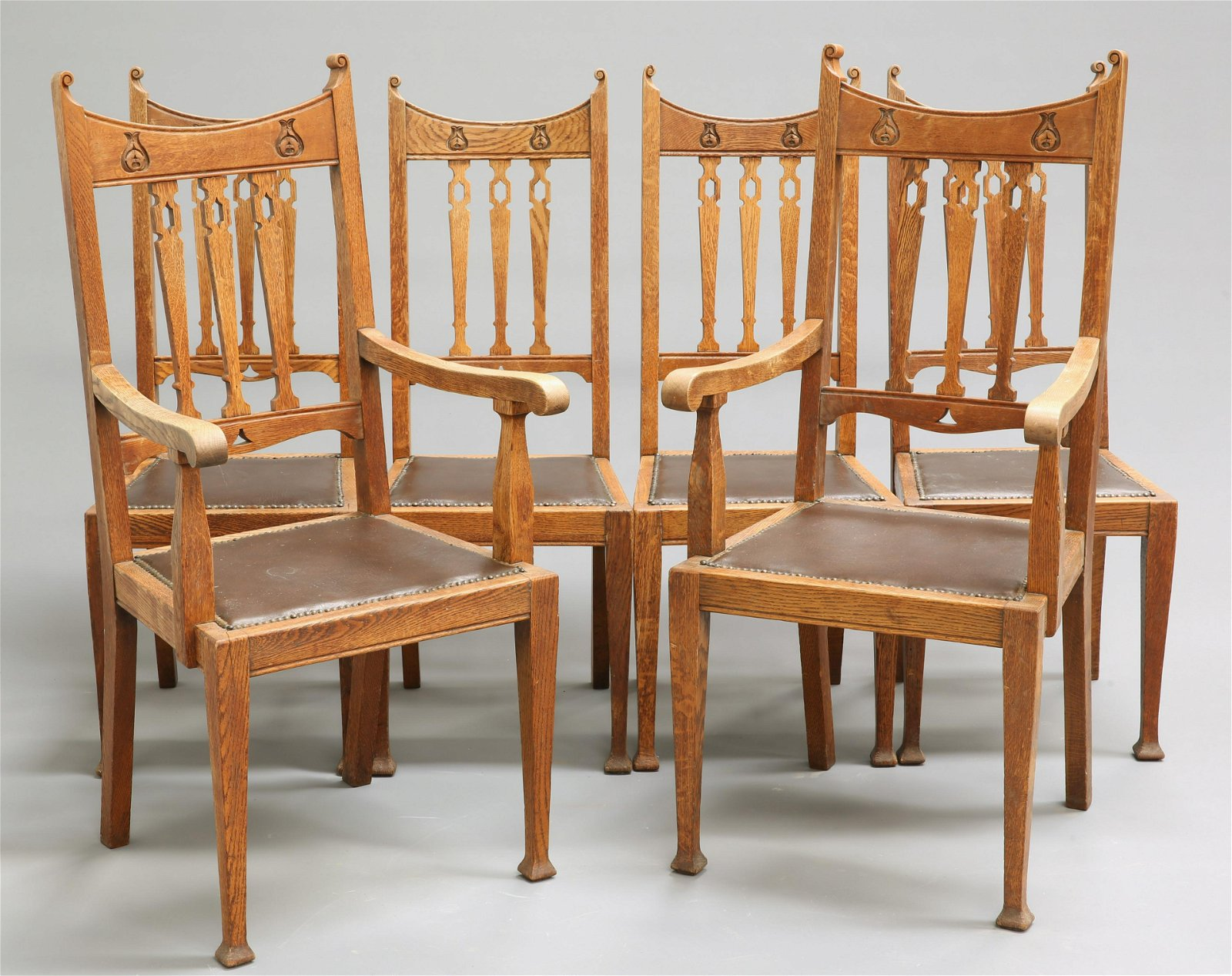 A SET OF SIX ARTS AND CRAFTS OAK DINING CHAIRS,