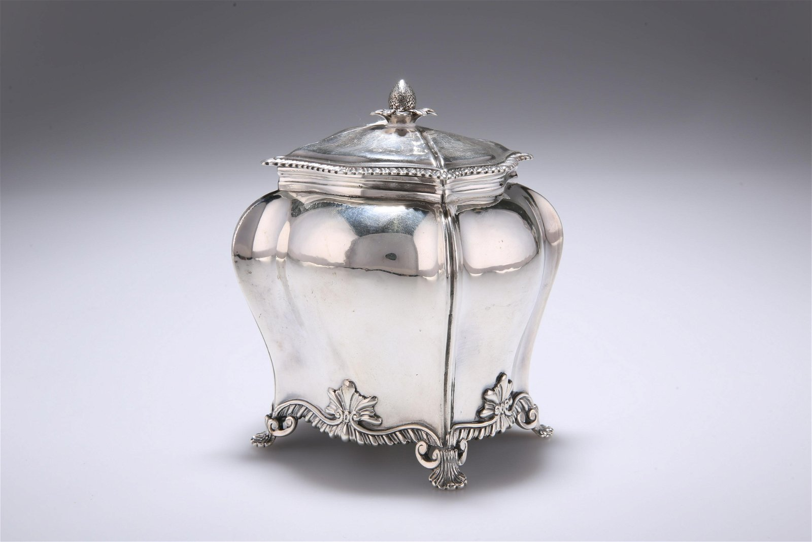 A GEORGE III SILVER TEA CADDY, by Daniel Smith & Robert