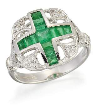 AN 18 CARAT WHITE GOLD EMERALD AND DIAMOND RING,