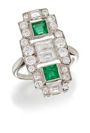 AN EMERALD AND DIAMOND COCKTAIL RING, a pierced