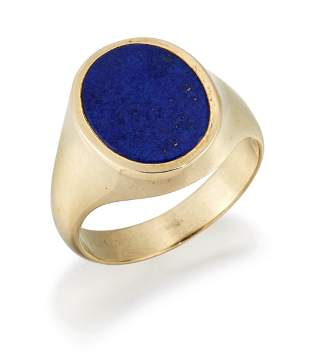 A LAPIS LAZULI SIGNET RING, an oval lapis lazuli in a