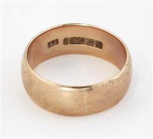 A 9CT GOLD BAND RING, hallmarked Birmingham 1937, ring
