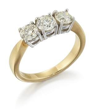 AN 18CT GOLD DIAMOND THREE STONE RING, round