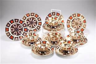 A SET OF ROYAL CROWN DERBY IMARI TEACUPS, SAUCERS AND