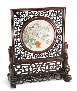 ACHINESE FAMILLE ROSE PORCELAIN AND HARDWOOD TABLE
