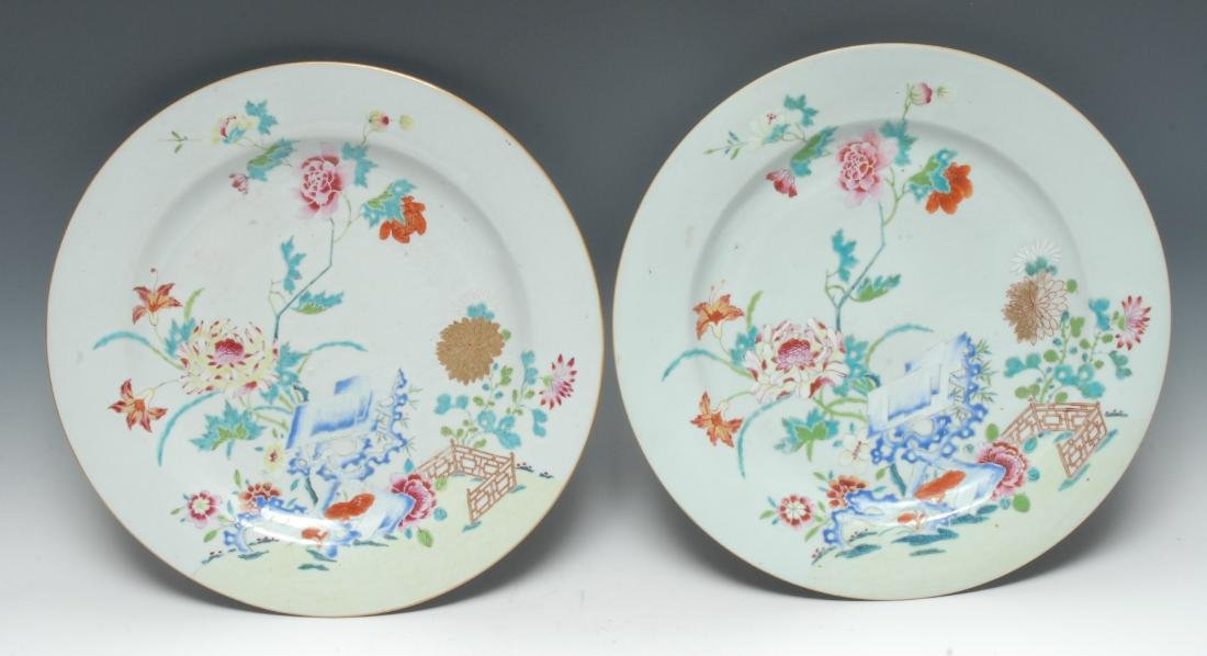 A pair of Chinese famille rose circular chargers,