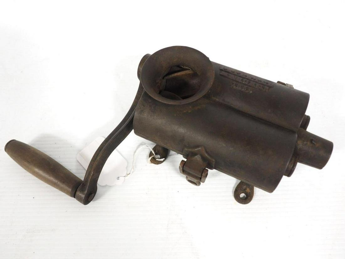 Hand-crank meat grinder
