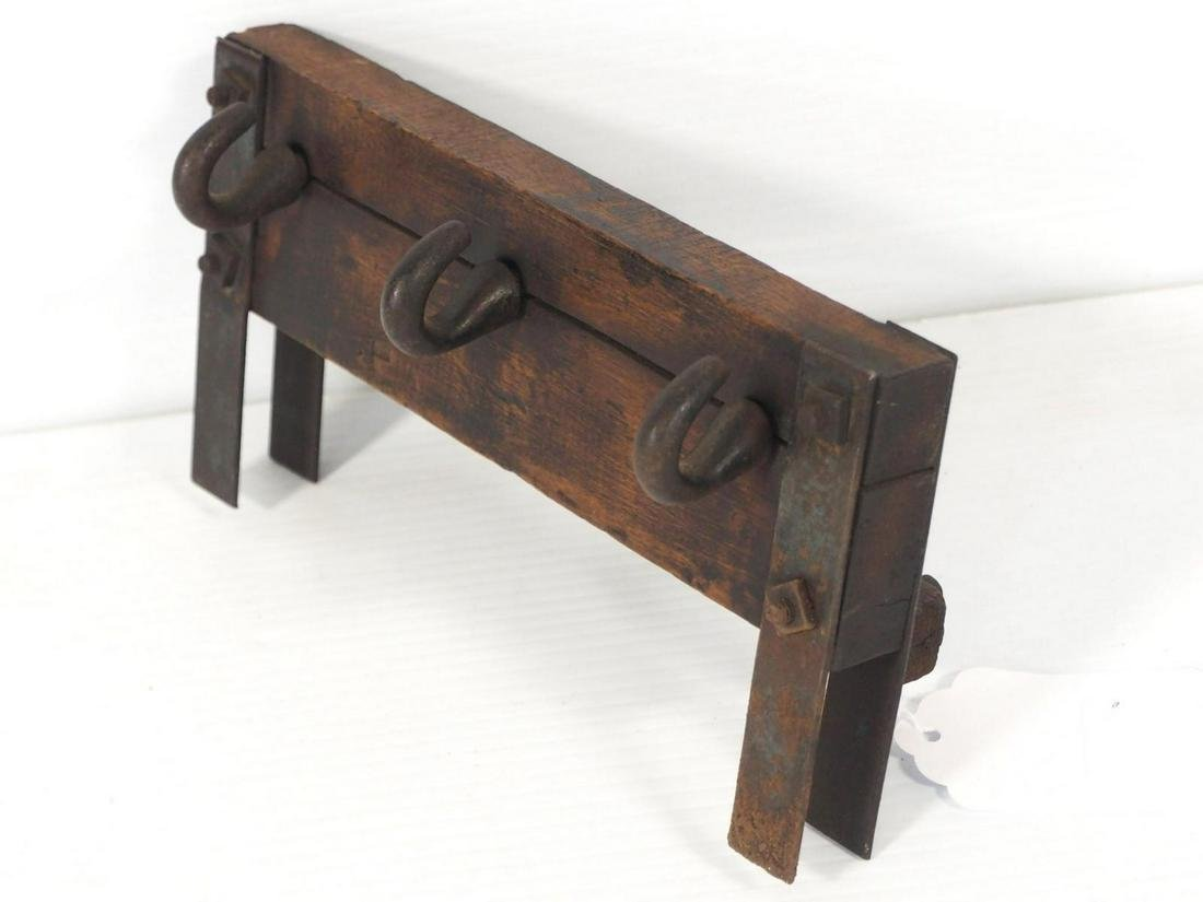 Fence-top, hand-crank rope maker