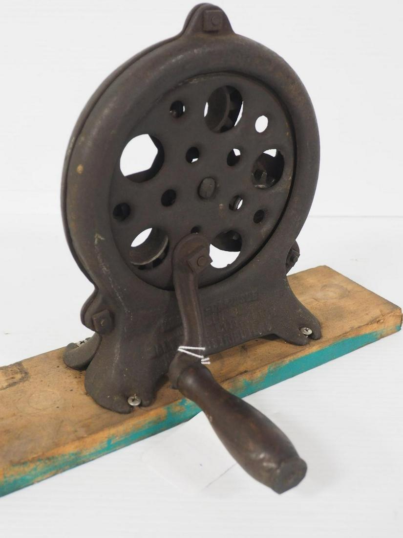 New Era hand-crank rope maker