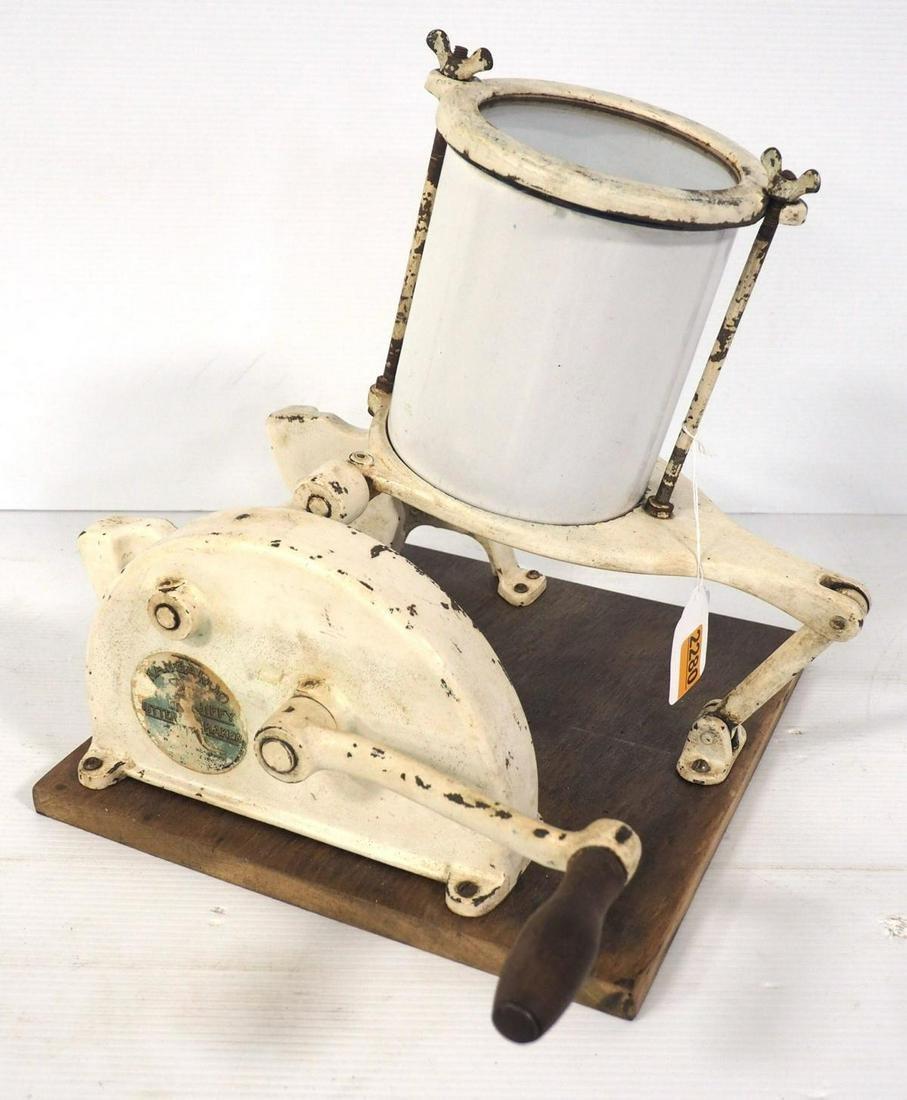 Kangaroo hand-crank butter maker