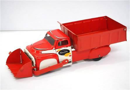 Wyandotte tin toy scoop truck