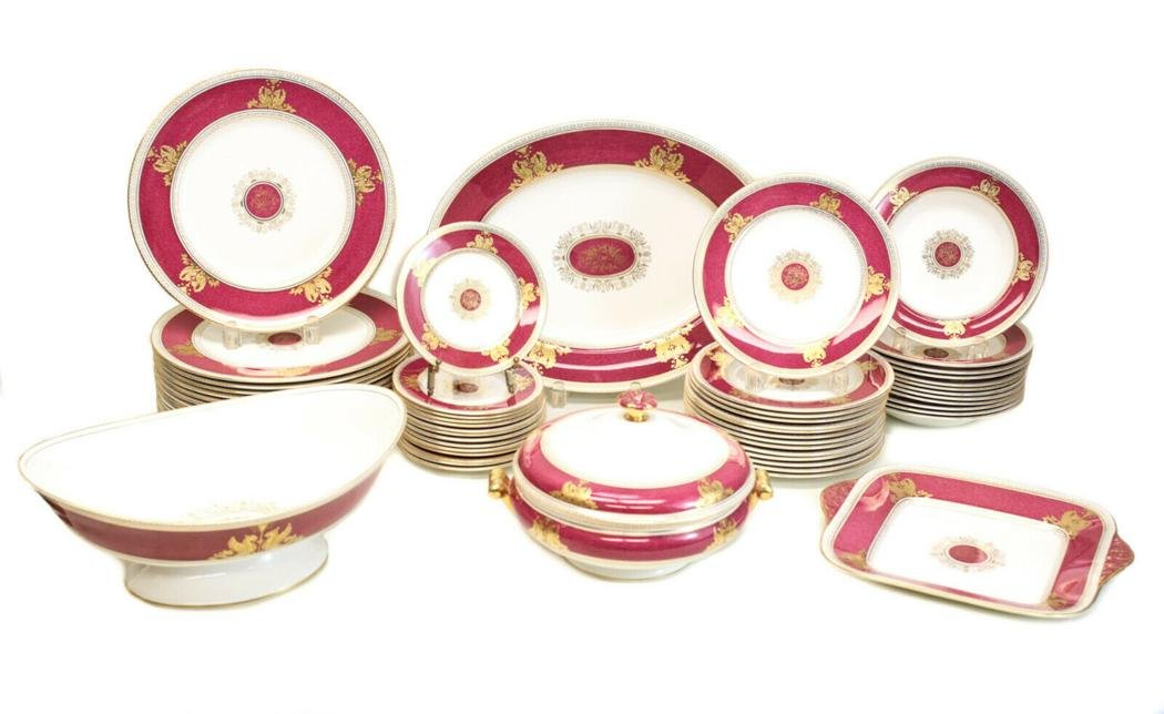 Wedgwood  Dinner Service in Columbia Powder Red for 12