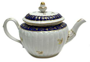 English Porcelain Worcester Dr. Wall. Teapot