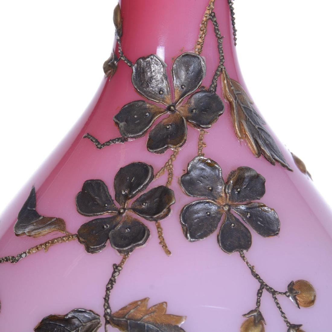 "9.25"" Unmarked Webb Cased Peachblow Art Glass Vase - 3"