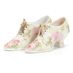 (2) Shoes, Unmarked Royal Bayreuth, Rose Tapestry