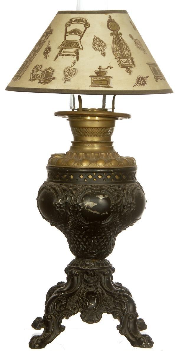 "21: 13 1/2"" BLACK POT METAL KEROSENE LAMP"