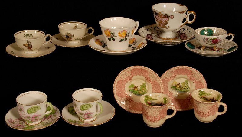 BOXED LOT - (9) CUPS AND SAUCERS