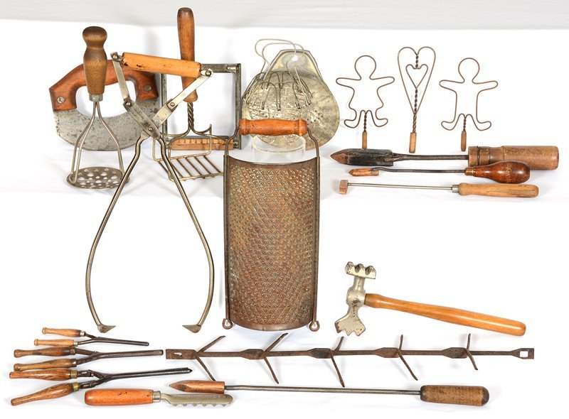 BOX OF VINTAGE UTENSILS AND TOOLS