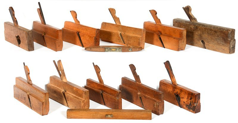 (10) VINTAGE WOOD PLANES AND (2) WOODEN LEVELS