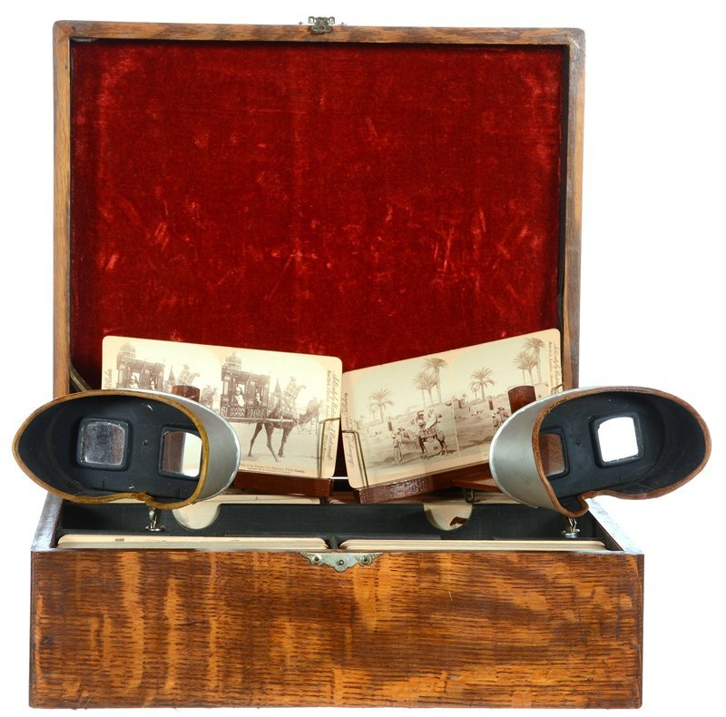 STEREO VIEWER IN ORIGINAL OAK CASE WITH CURRIER & IVES