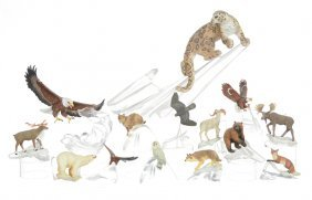 "(14) Modern Arctic Animals On Figural Glass ""ice Shelf"""