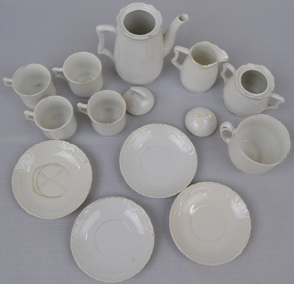 ASSORTED CHILDREN'S CHINA AND GLASS ITEMS INCLUDING - 6