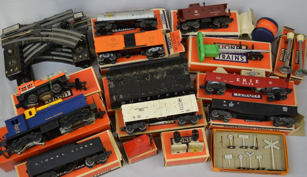 VINTAGE LIONAL TRAIN ITEMS AND ACCESSORIES - 3