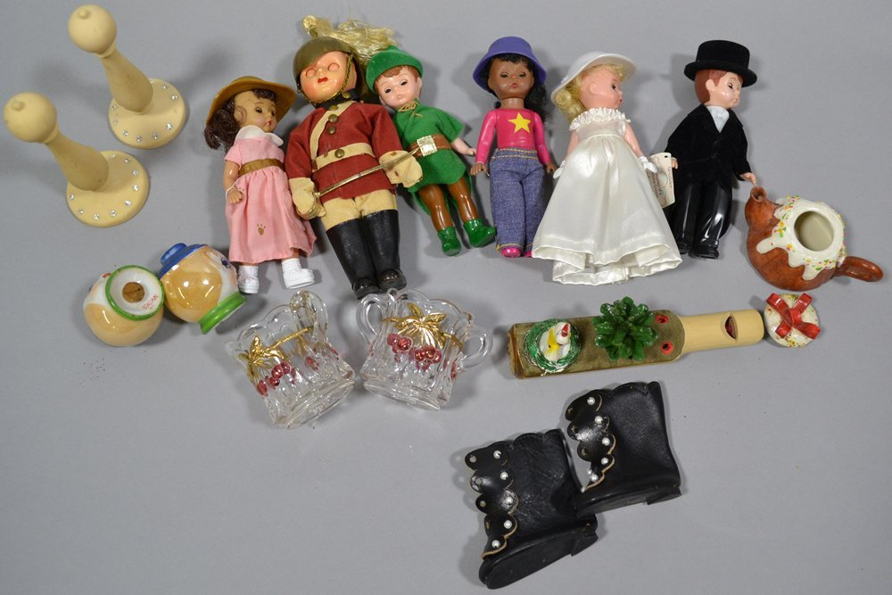 LARGE ASSORTMENT OF CHILDREN'S AND DOLL ITEMS - 3