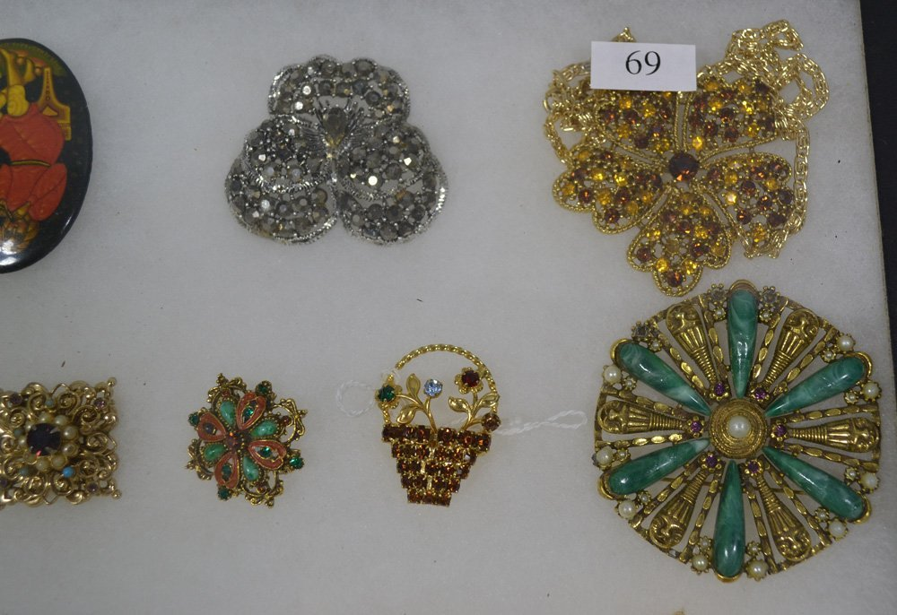 COLLECTION OF ANTIQUE AND COSTUME JEWELRY ORNATE - 2