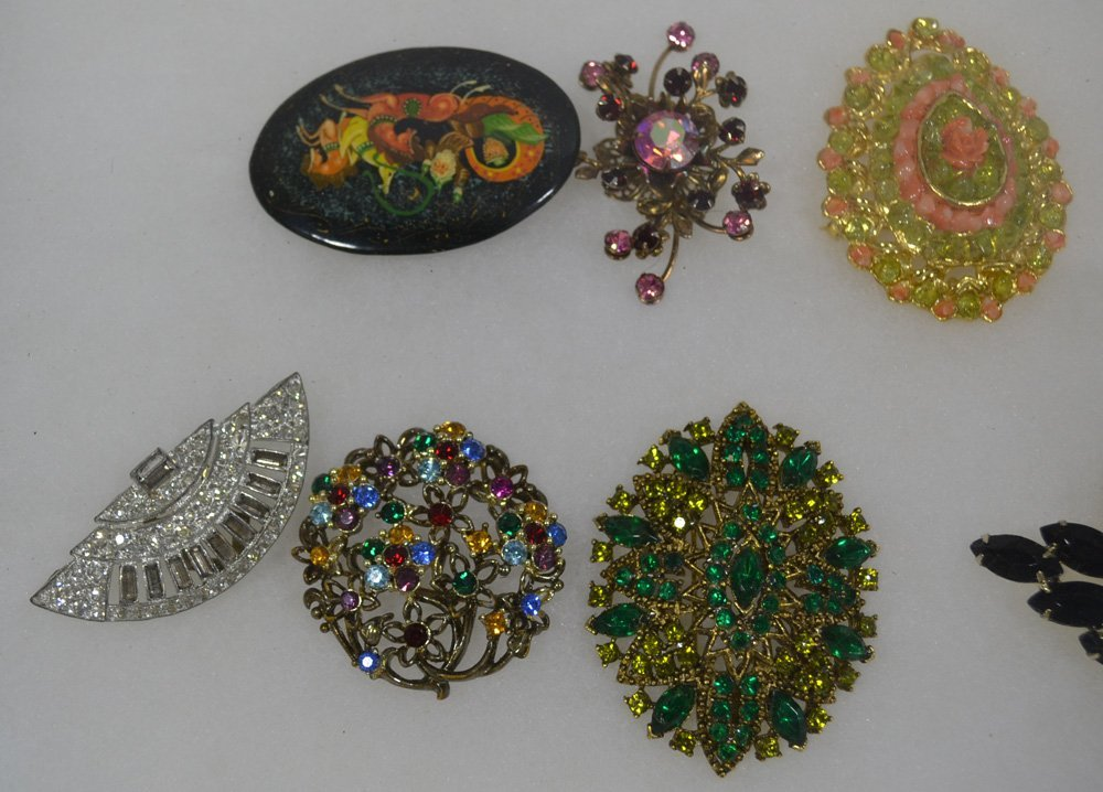 COLLECTION OF ANTIQUE AND COSTUME JEWELRY ORNATE - 4